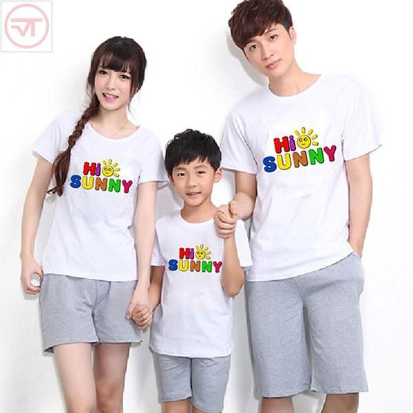 Nên chọn áo thun gia đình với các màu sắc tươi sáng